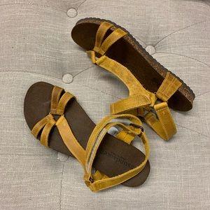"Sundance ""Teva"" Mustard Yellow Sandals NEW! 38"